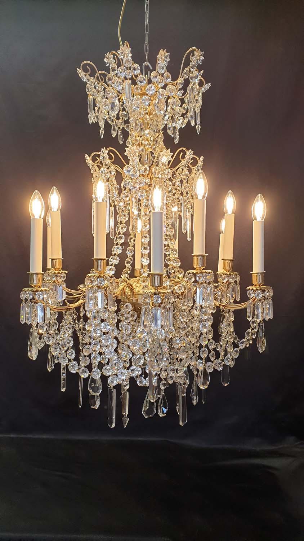 Après restauration lustre bronze et cristal 12 lumières XIX ème