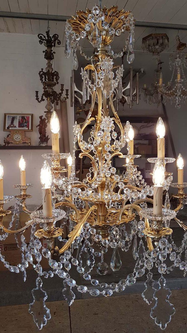 Lustre bronze et cristal de bohème 12 lumières après restauration