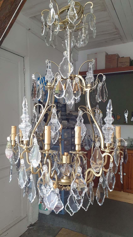 Lustre bronze et cristal 8+8+1 lumières en cours de restauration